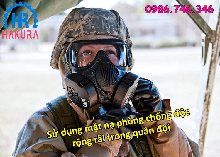 Sử dụng mặt nạ phòng chống độc rộng rãi trong quân đội