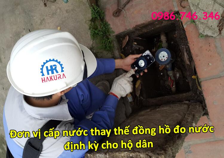 Đơn vị cấp nước thay thế đồng hồ đo nước định kỳ cho hộ dân