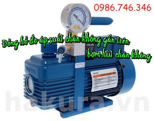 Đồng hồ đo áp suất chân không gắn trên bơm hút chân không - hakura.vn